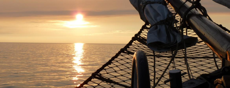 sailing-vessel-456037
