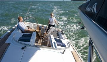 Załoga jachtu podczas rejsu
