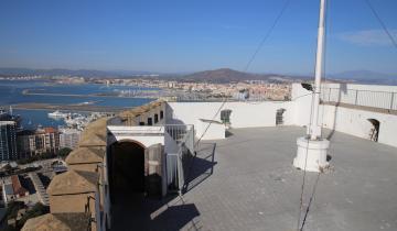 na-tarasie-zamku-maurow-na-gibraltarze