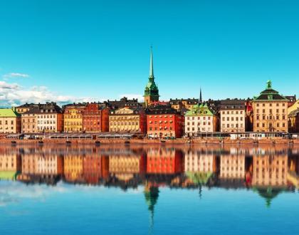 Kamienice nad wodą w Sztokholmie